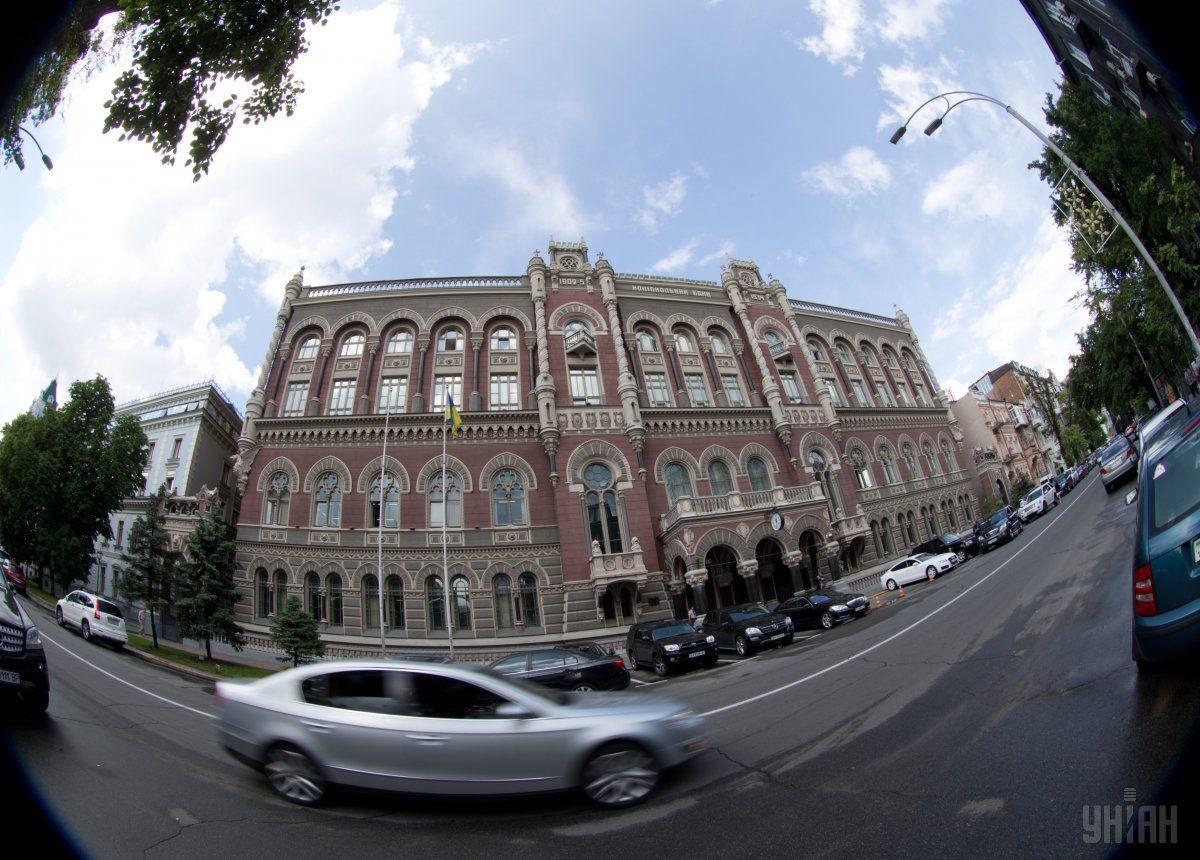 НБУ зміцнив офіційний гривню до долара і євро / фото УНІАН