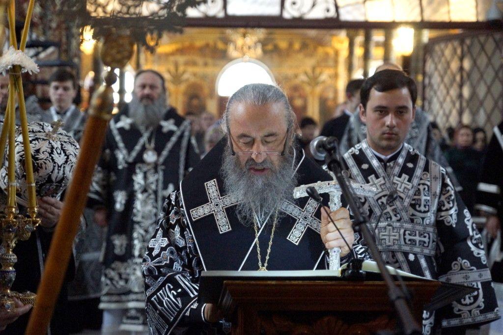 http://news.church.ua/2016/04/13/predstoyatel-zvershiv-chitannya-velikogo-pokayannogo-kanonu-v-kijevo-pecherskij-lavri/