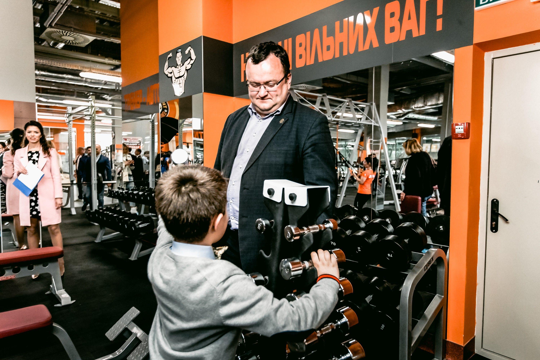 «Нам приятно, что лидер фитнес-индустрии Украины компания« Sport Life» и  инвестиционная компания« Град Инвест» реализуют этот мощный проект в  Черновцах, ... fe9af081915