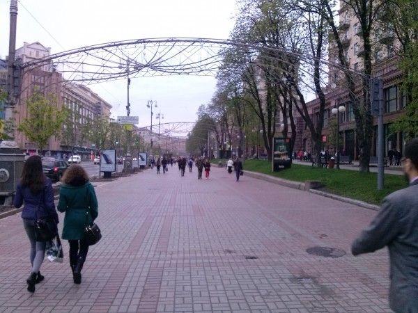 На тротуарі Хрещатика - жодного автомобіля / texty.org.ua