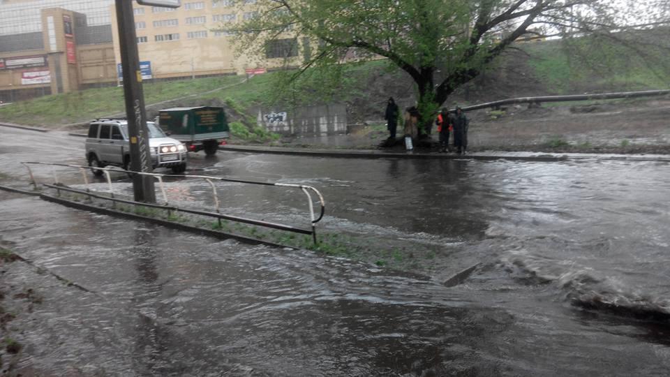 Рясні дощі затопили дороги Києва /  dtp.kiev.ua