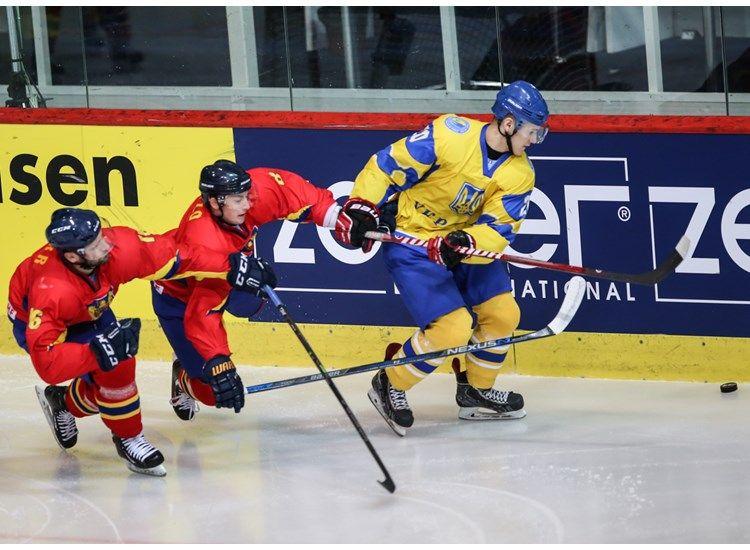 Украинцы забили шесть шайб в ворота сборной Румынии / wmib2016.iihf.com