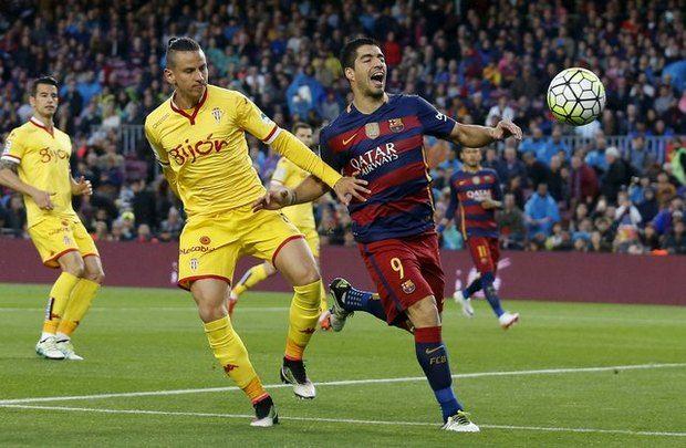 Луис Суарес стал главным гером матча в Барселоне / Reuters