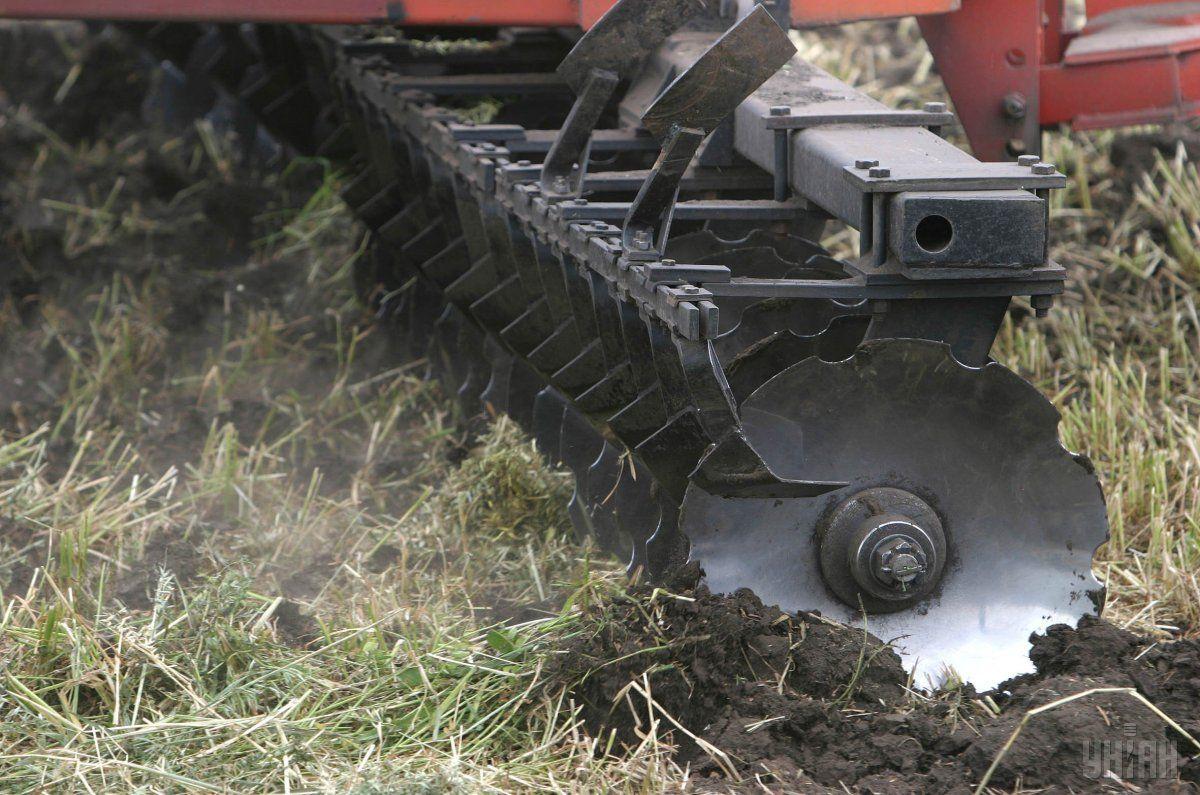 Аграрии почти завершили сев ранних яровых зерновых культур / фото УНИАН