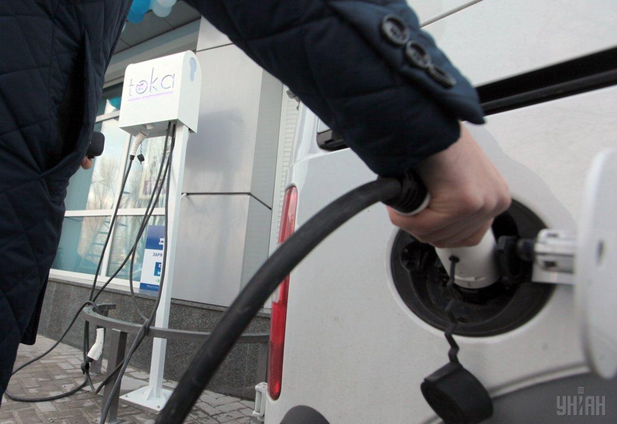 Берлин и автоконцерны договорились о премии покупателям электрокаров / Фото УНИАН
