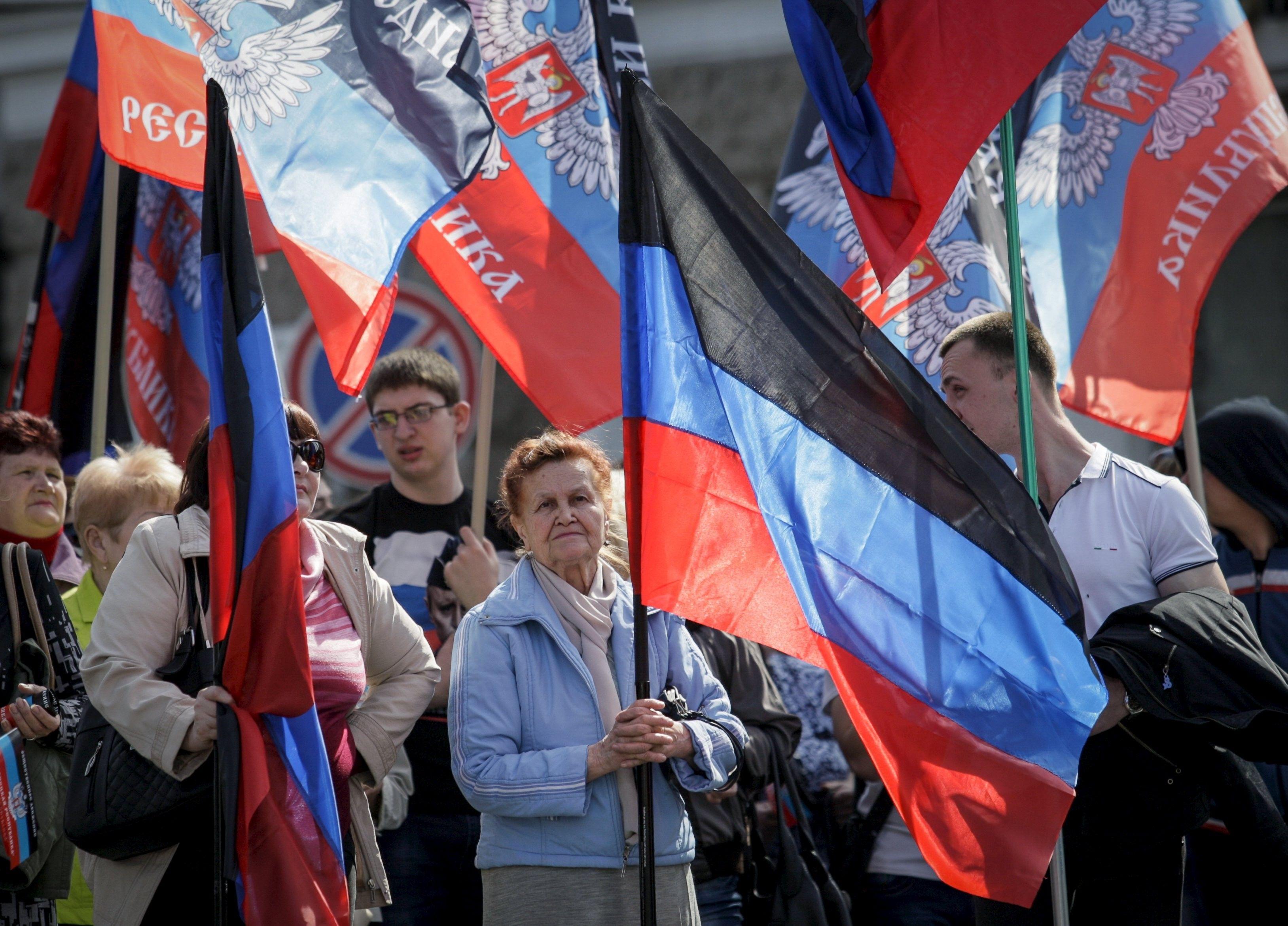 Люди с флагами непризнанной