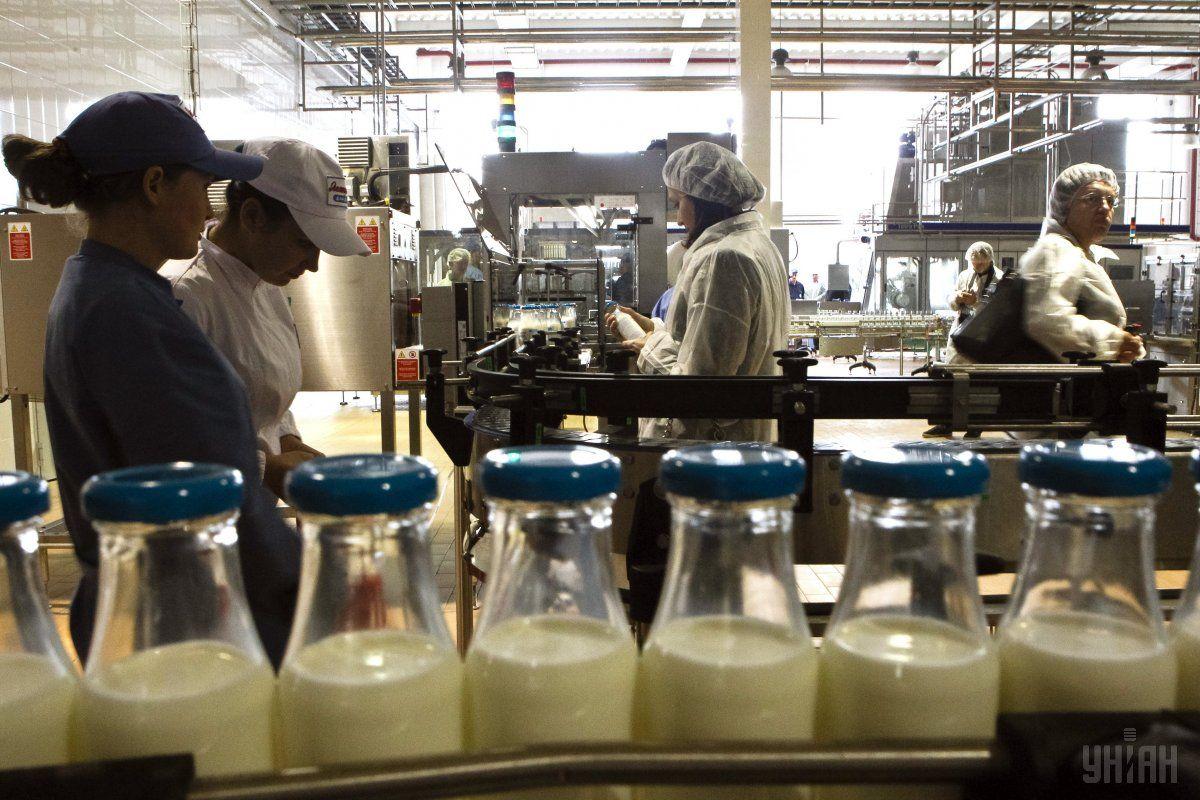 Россия запрещает ввоз белорусского молока / фото УНИАН
