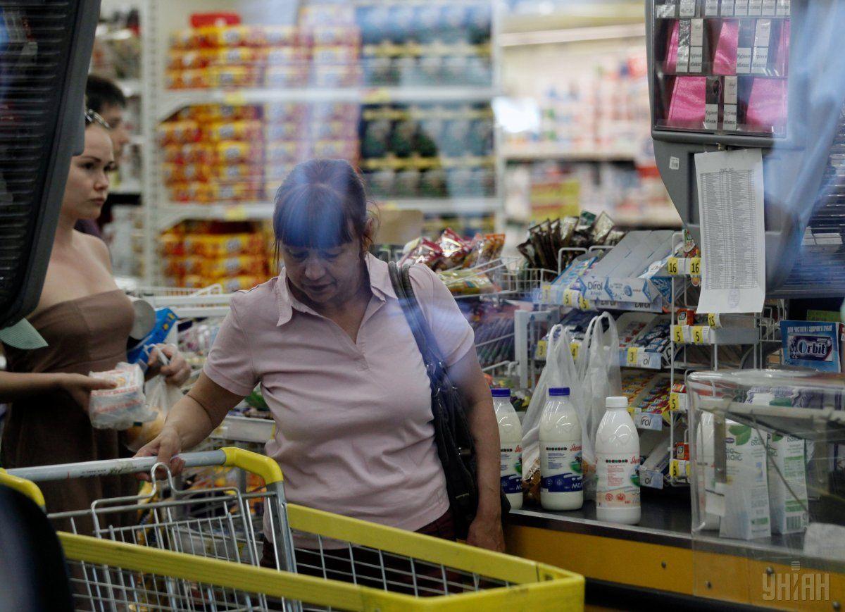 86% українців змушені економити гроші з сімейного бюджету / фото УНІАН