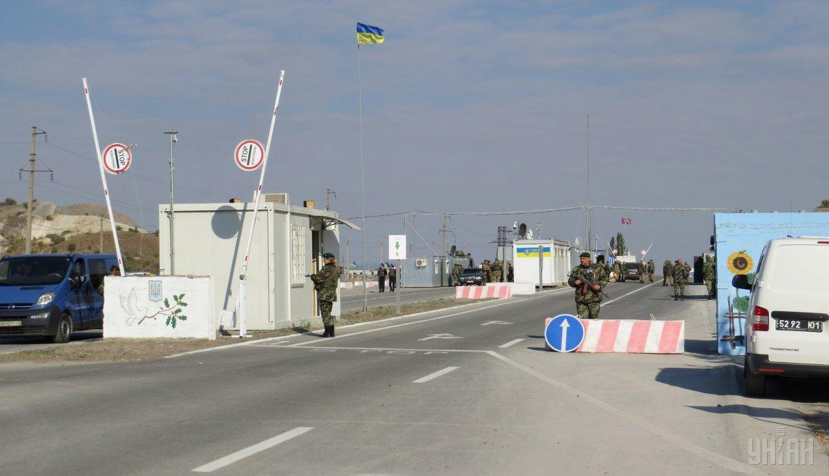 Рішенням командувача Об'єднаних сил продовжений режим «Червоний» на КПВВ «Новотроїцьке» / фото: УНІАН