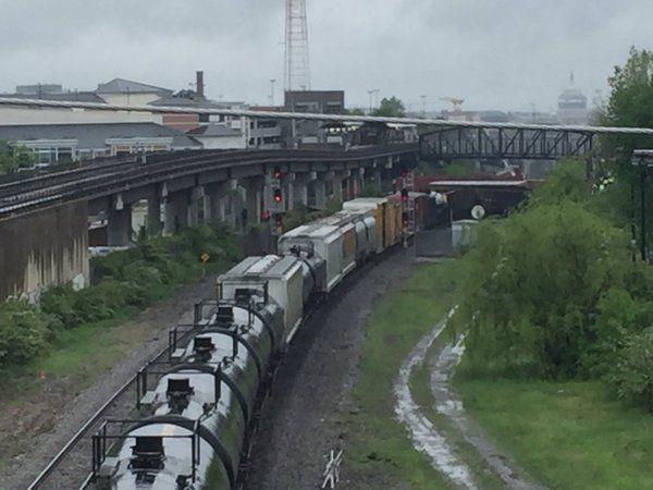 Авария поезда на фоне вашингтонского Капитолия / twitter.com/faizsays
