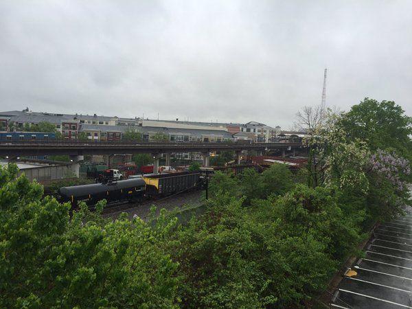 В Вашингтоне грузовой поезд сошел с рельсов / twitter.com/LindsayAWatts