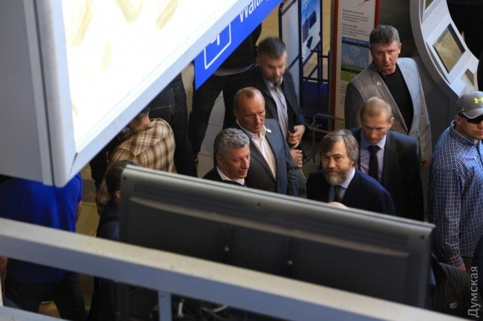 Boyko (low left) and Novinsky (low right) were forced to return to Kyiv / Photo from dumskaya.net