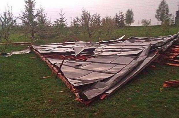 На Тернопільщині зі школи зірвало дах