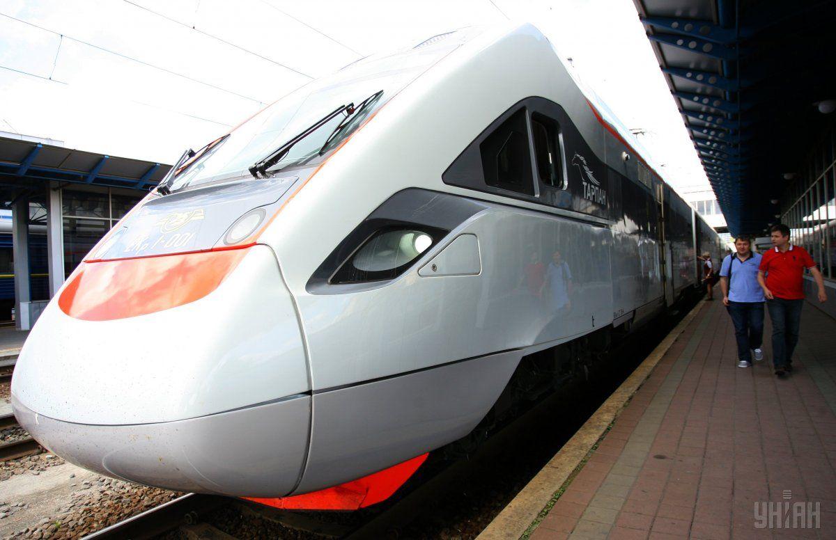 """""""Укрзалізниця"""" протестувала швидкісний поїзд на Закарпатті / фото УНІАН"""