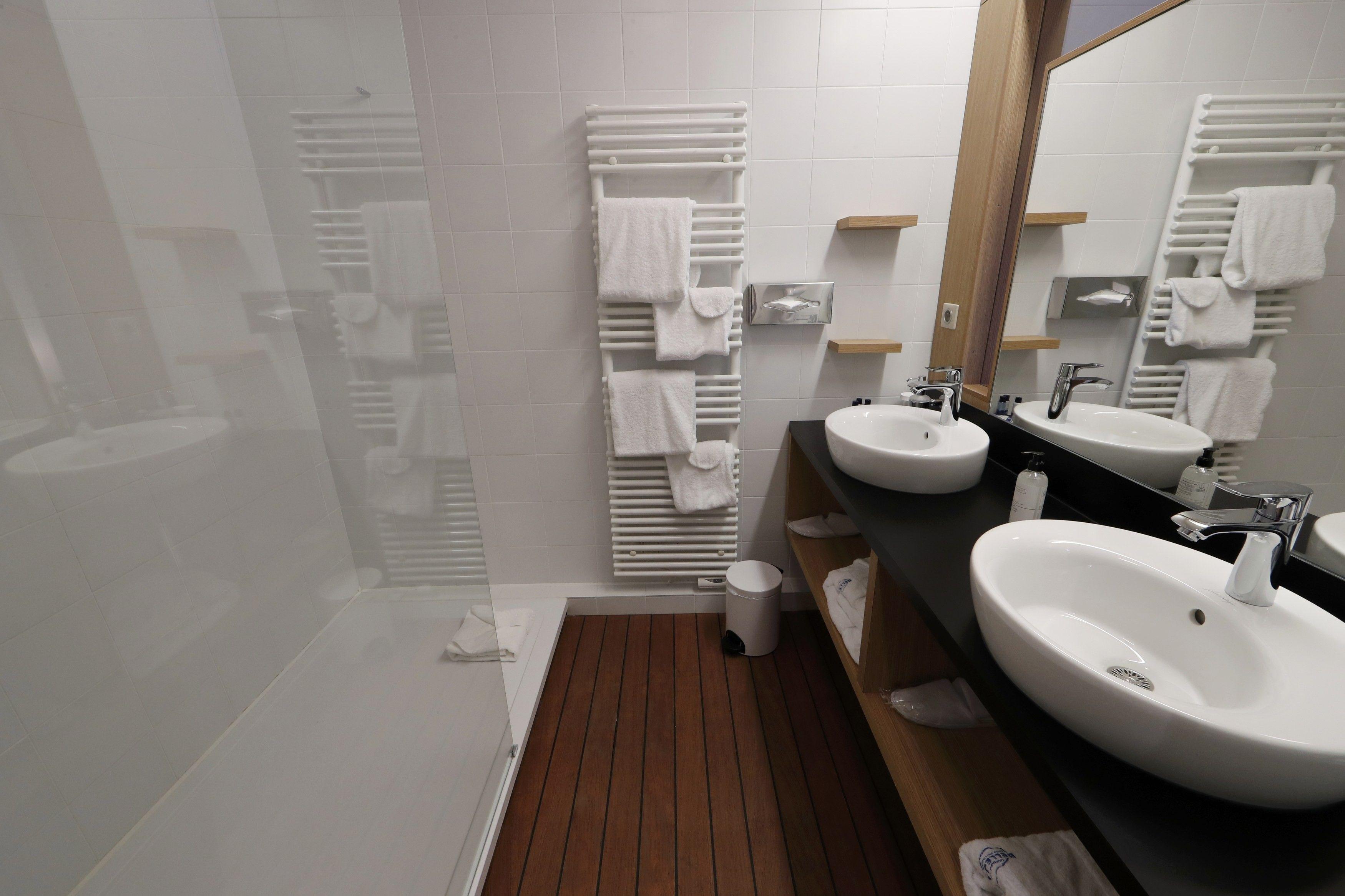 Коронавірус виявили у ванній кімнаті квартири, де ніхто не живе / REUTERS