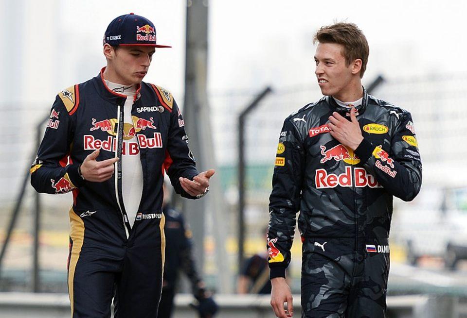 Квят (справа) вернется в Toro Rosso / autosport.com