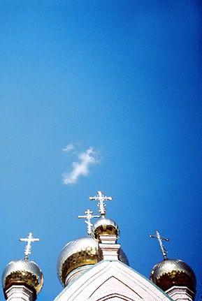 Крест над церковью в честь иконы Божией Матери, именуемой