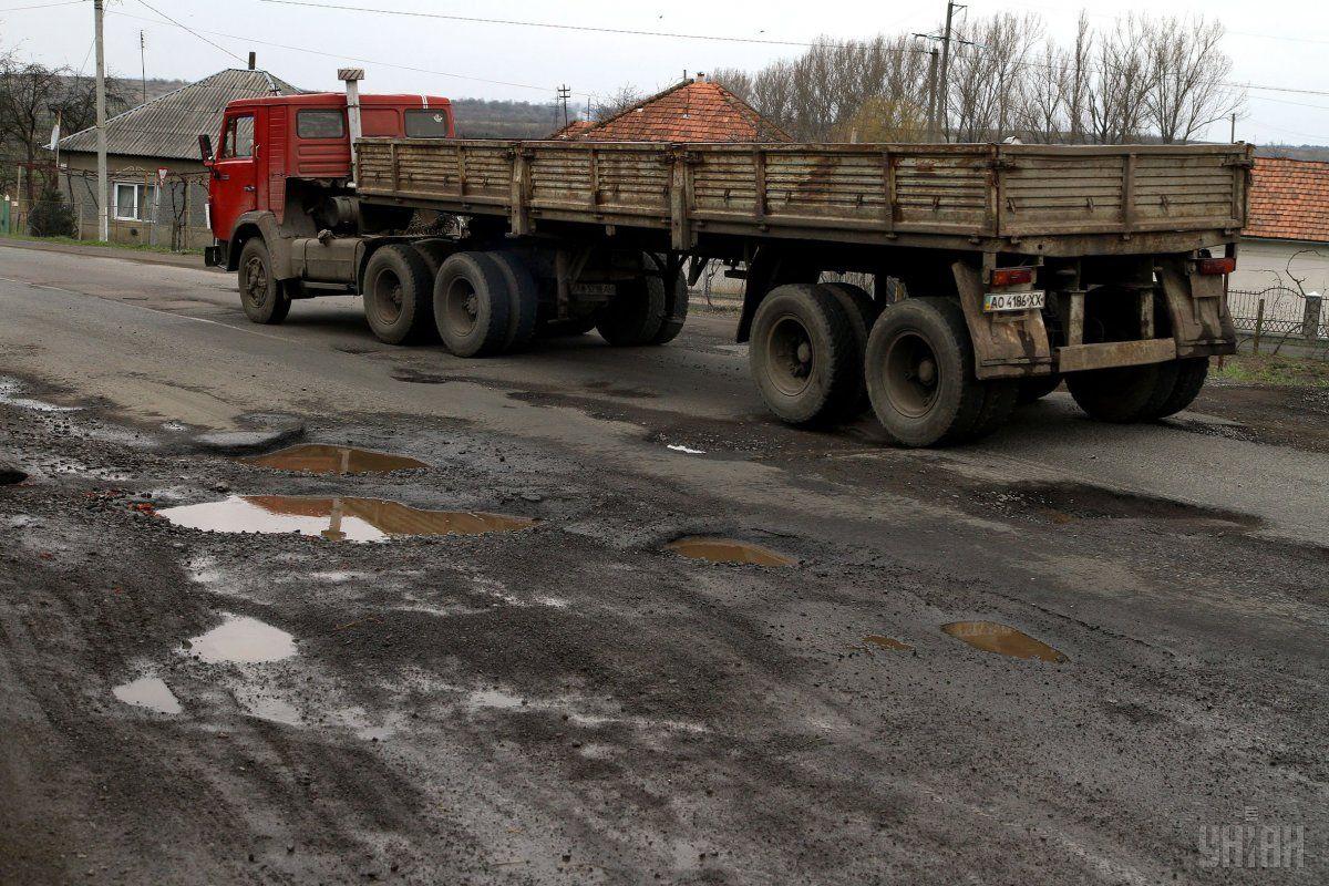 Ремонт всех дорог вУкраинском государстве обойдется втриллион грн