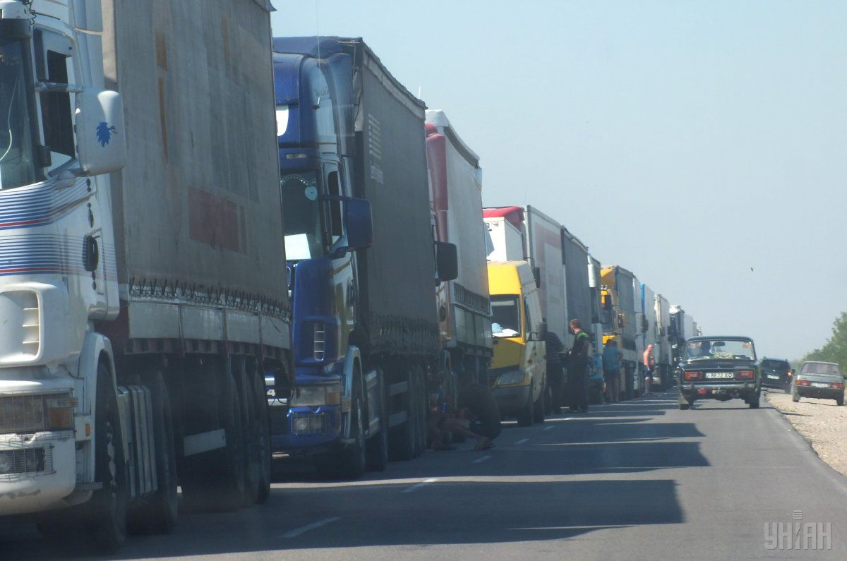 The government took control over the issue of overloading freight trucks / Photo from UNIAN