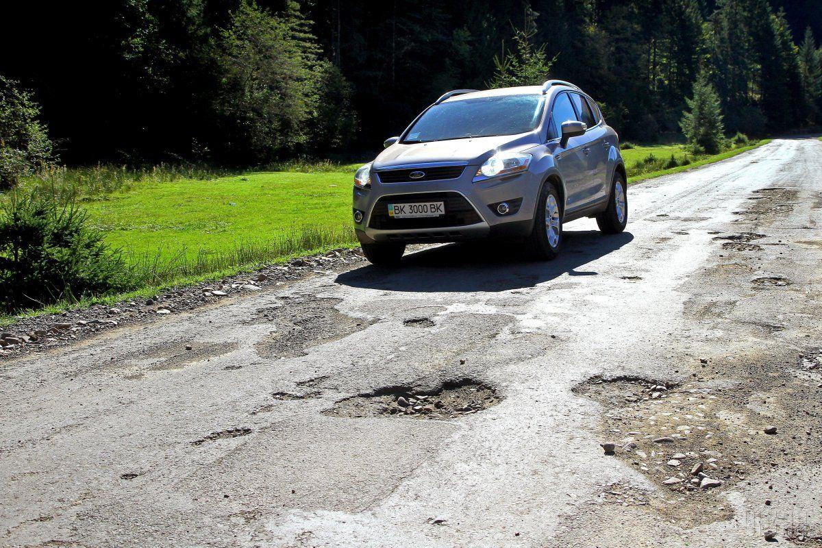Украинские дороги оказались одними из худших в мире / фото УНИАН