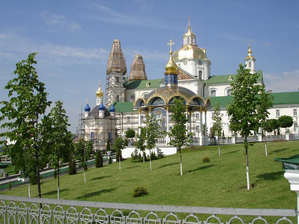 Мін'юст скасував рішення про надання УПЦ МП права користування майном комплексу Почаївської лаври / фото uastudent.com