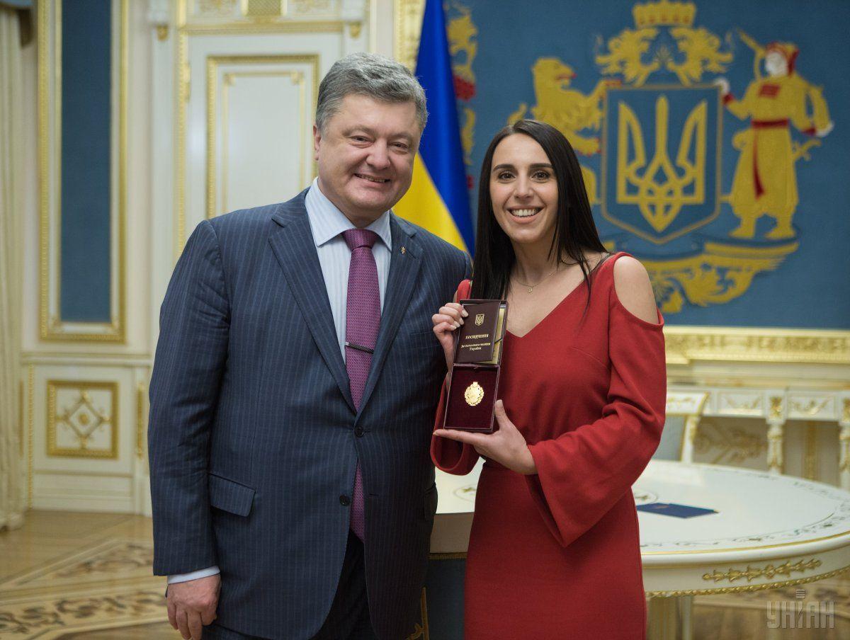 Президент Украины Петр Порошенко 16 мая присвоил певице Джамале, которая в этом году стала победительницей песенного конкурса Евровидение, почетное звание