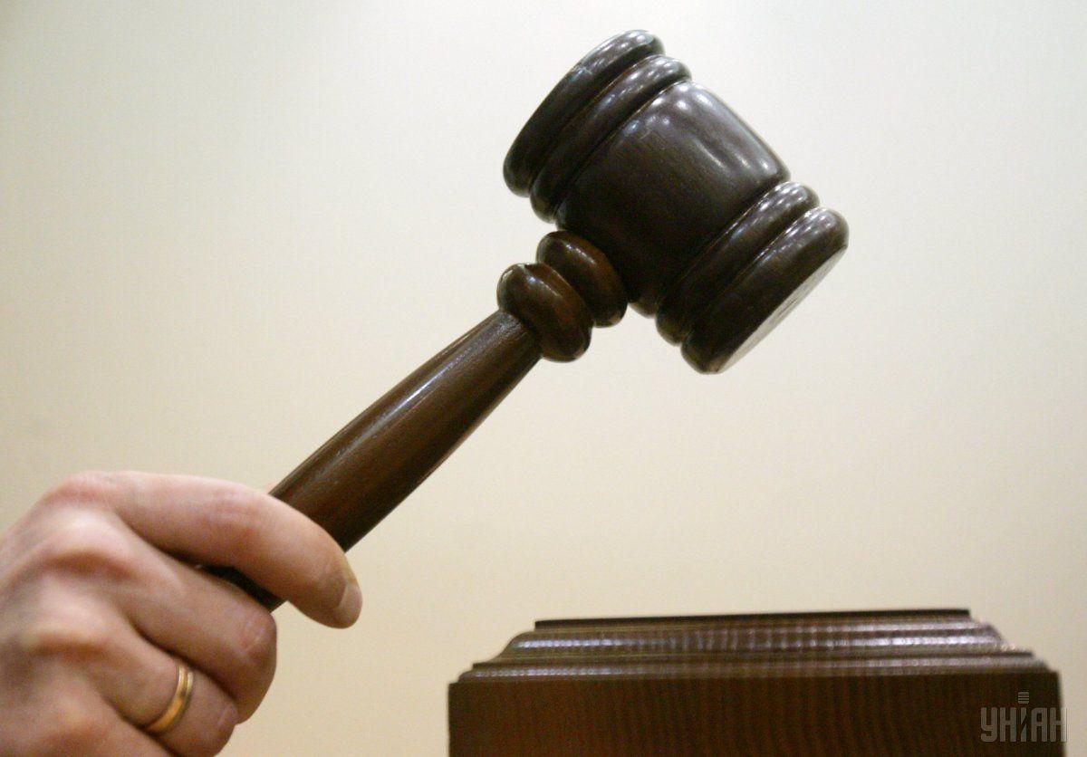 В электронной картотеке суда находится шесть документов с подобной подписью/ Фото УНИАН