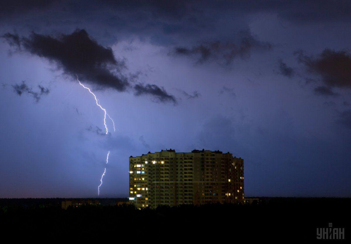Негода знеструмила десятки населених пунктів України / фото УНІАН