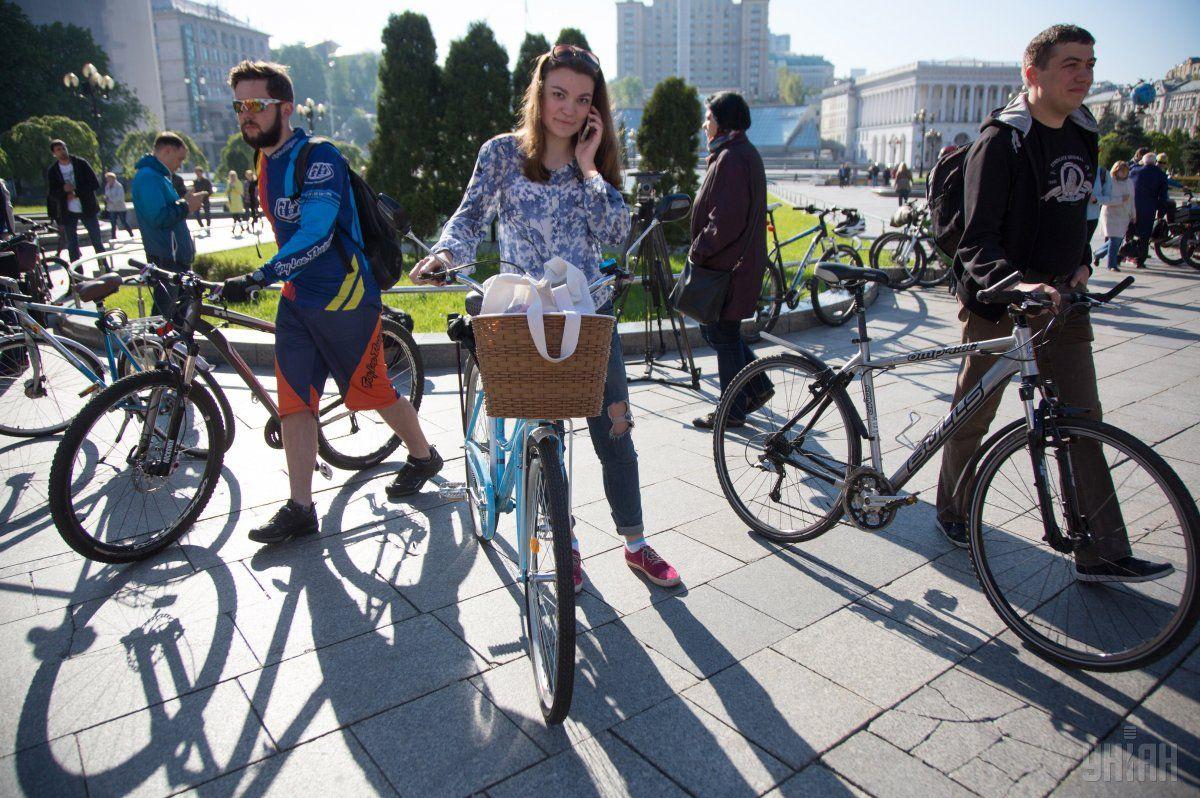 Осенний флешмоб проходит накануне Всемирного дня без автомобиля, который отмечают 22 сентября / фото УНИАН