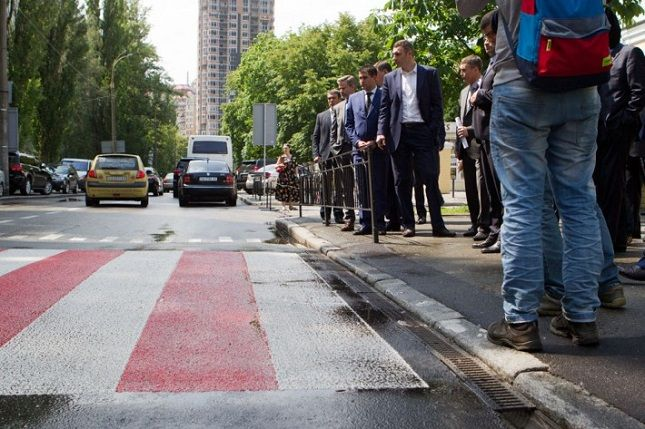 Кличко подчеркнул, что в первую очередь надо отремонтировать ключевые магистрали, от которых зависит движение в городе / фото kievcity.gov.ua