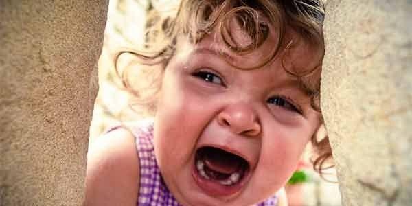 Детский плач влияет даже набездетных