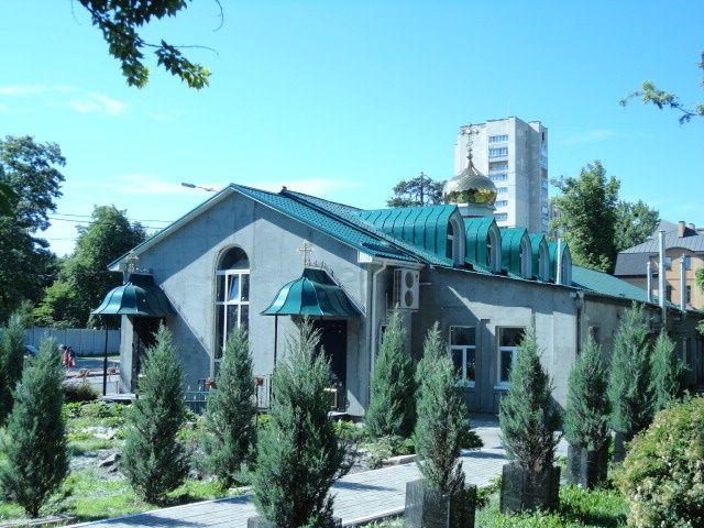 храм прп. Феодора Освященного (в бывшем доме настоятеля)