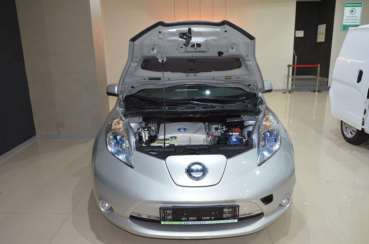 Приличное для электромобиля ускорение обеспечивает электродвигатель мощностью 110 лошадиных сил / Фото Владислав Швец