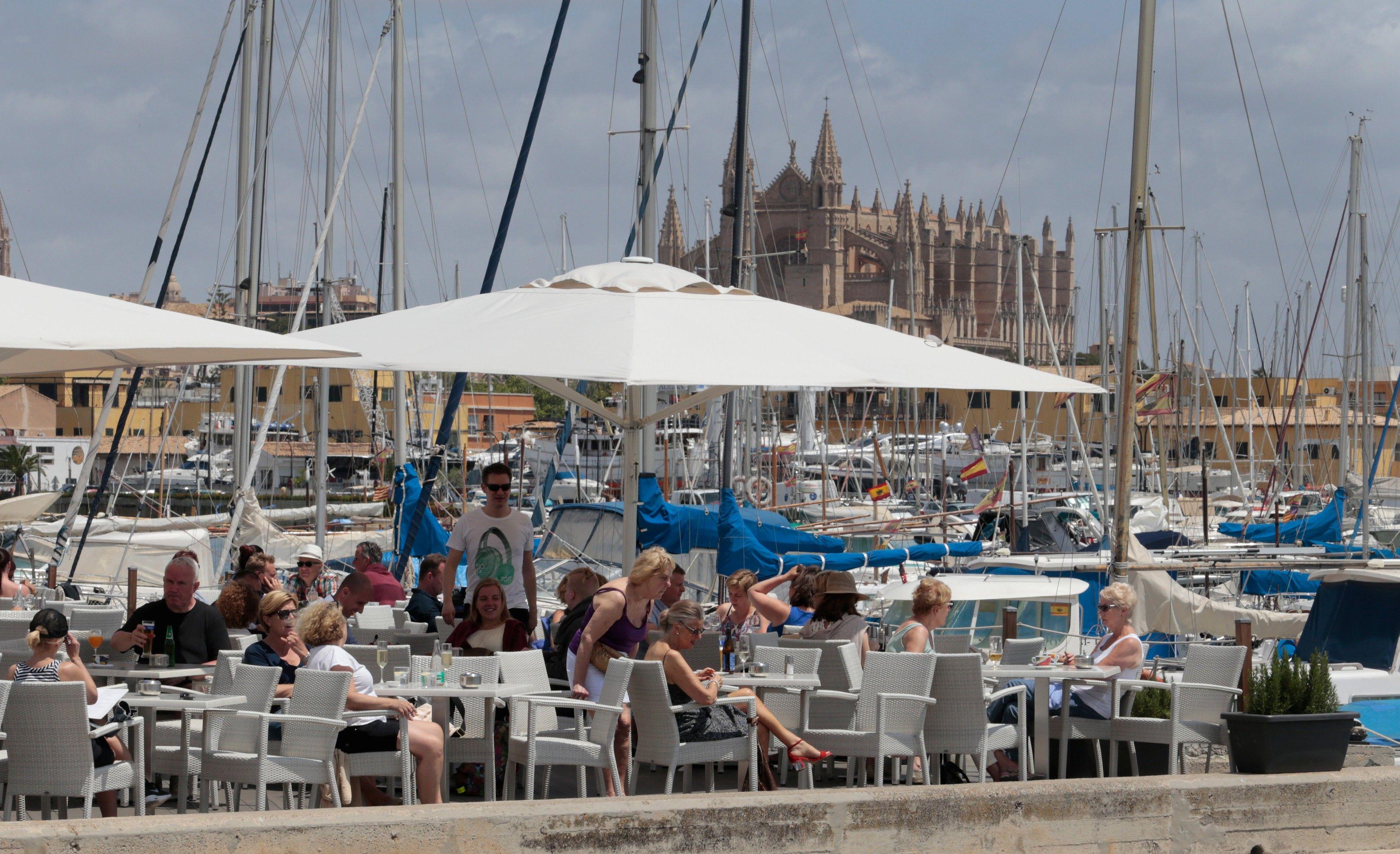 Средиземноморье - смесь старинной архитектуры, потрясающего климата и вкуснейшей еды / REUTERS