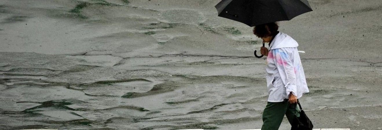 Синоптики попереджають про дощі та сильний вітер в Україні