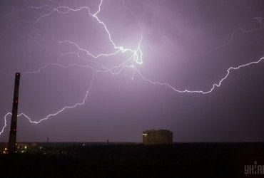 Прогноз погоди на завтра: в Україні пройдуть дощі з грозами (відеопрогноз)