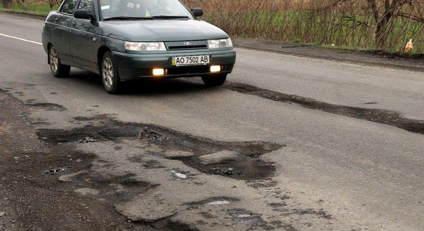 Глава «Укравтодора» назвал год, когда ведомство откажется от ямочного ремонта дорог