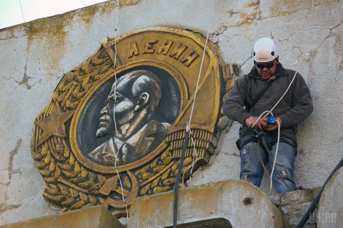 32% украинцев одобряют запрет коммунистической символики / фото УНИАН