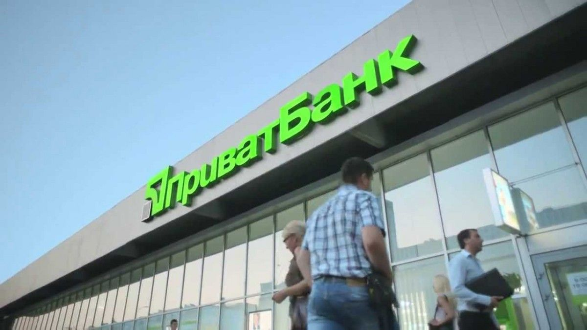 Клієнти банку щодня забирали з банкоматів по 2 мільярди гривеньslavpeople.com