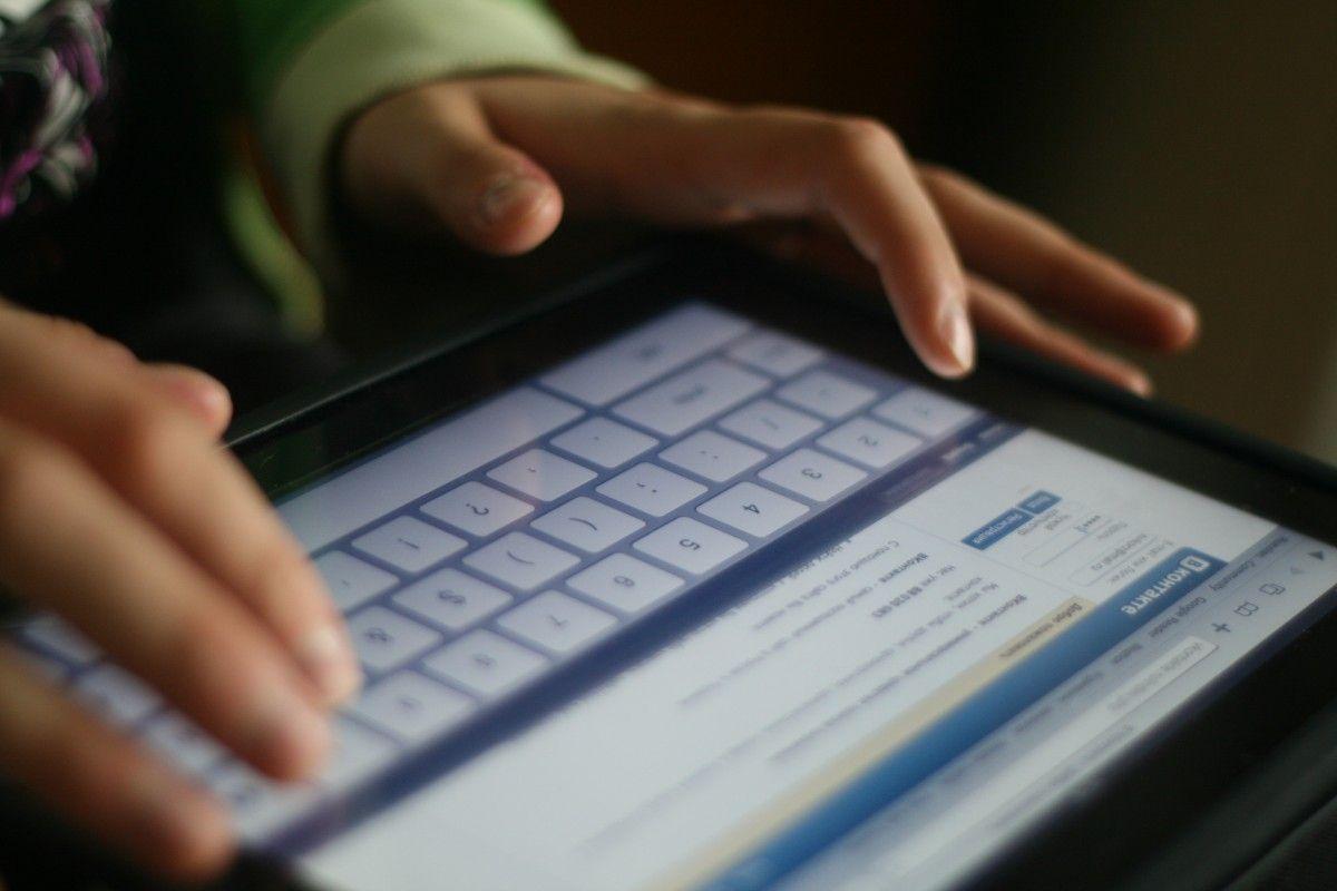 Блокировка российских соцсетей необходимое для безопасности Украины, говорит Арьев / dic.academic.ru