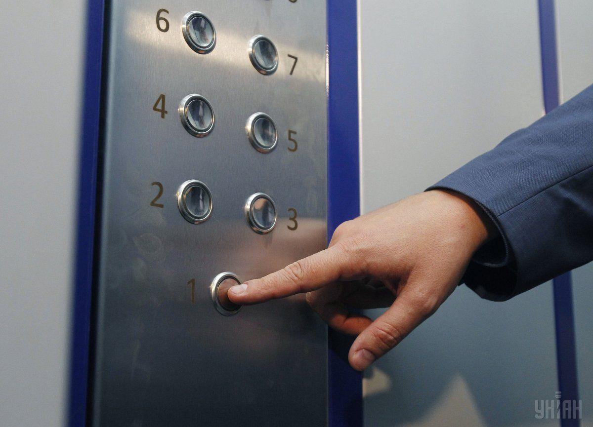 В Днепре оборвался лифт вместе с людьми / фото УНИАН