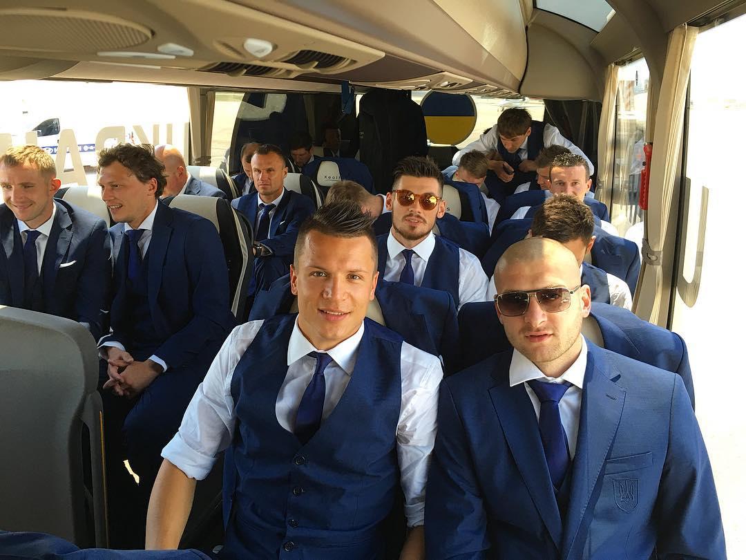 Сборная Украины по футболу прибыла на Евро-2016 / Фото Twitter Yevhen Konoplyanka