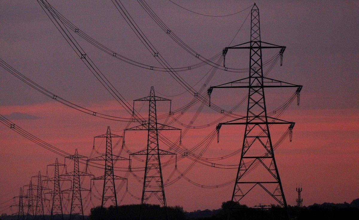 """НКРЭКУ одобрила повышение тарифа """"Укрэнерго"""" на передачу электроэнергии / REUTERS"""