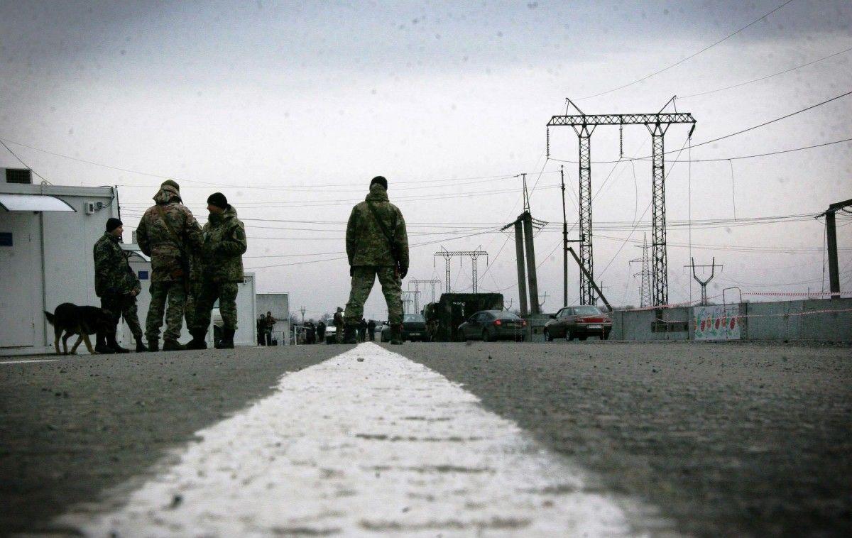 Боевики блокируют движение большинством КПВВ на линии соприкосновения / фото dpsu.gov.ua