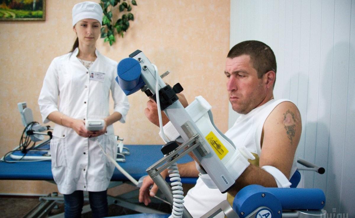 Демонстрация нового реабилитационного оборудования, которое будет использоваться для лечения и реабилитации участников АТО, в Медицинском реабилитационном центре Национальной гвардии Украины / Фото: УНИАН