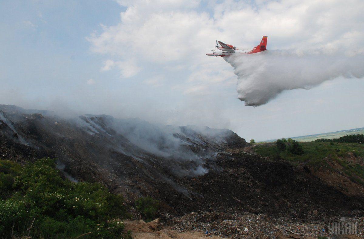 В мае 2016 года во время тушения пожара на свалке погибли трое спасателей / фото УНИАН