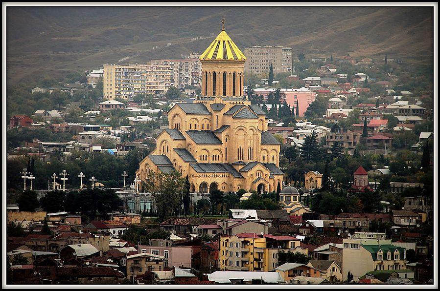 Собор Святой Троицы в Тбилиси. Фото