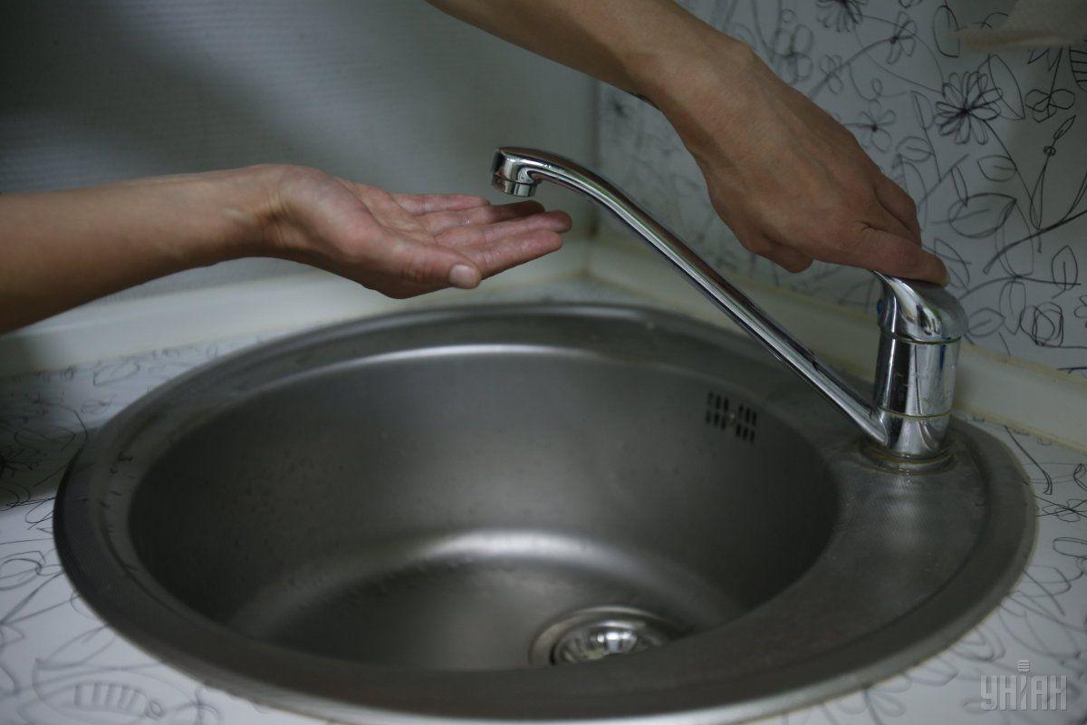 В некоторых районах Киева горячая вода отсутствует с апреля / фото УНИАН