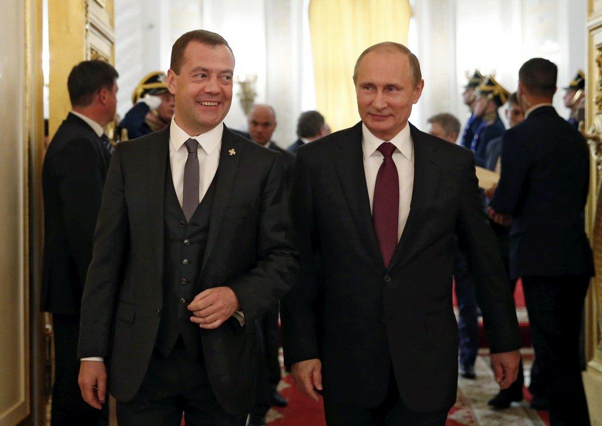 Володимир Путін та Дмитро Медведєв / фото REUTERS
