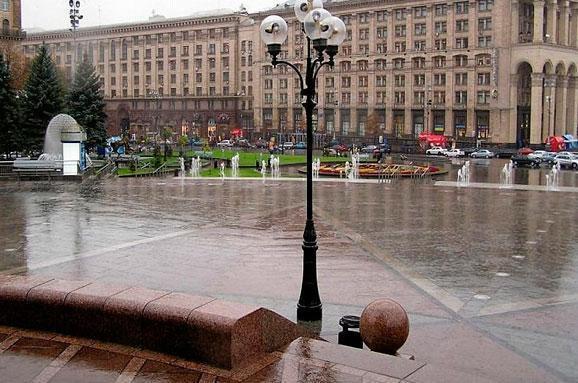 Завтра на Заході та в Центрі України продовжаться дощі з грозами